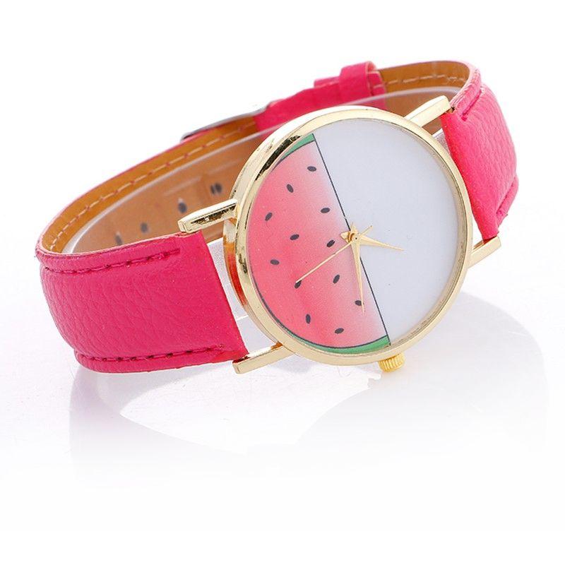 mały rozowy zegarek na pasku